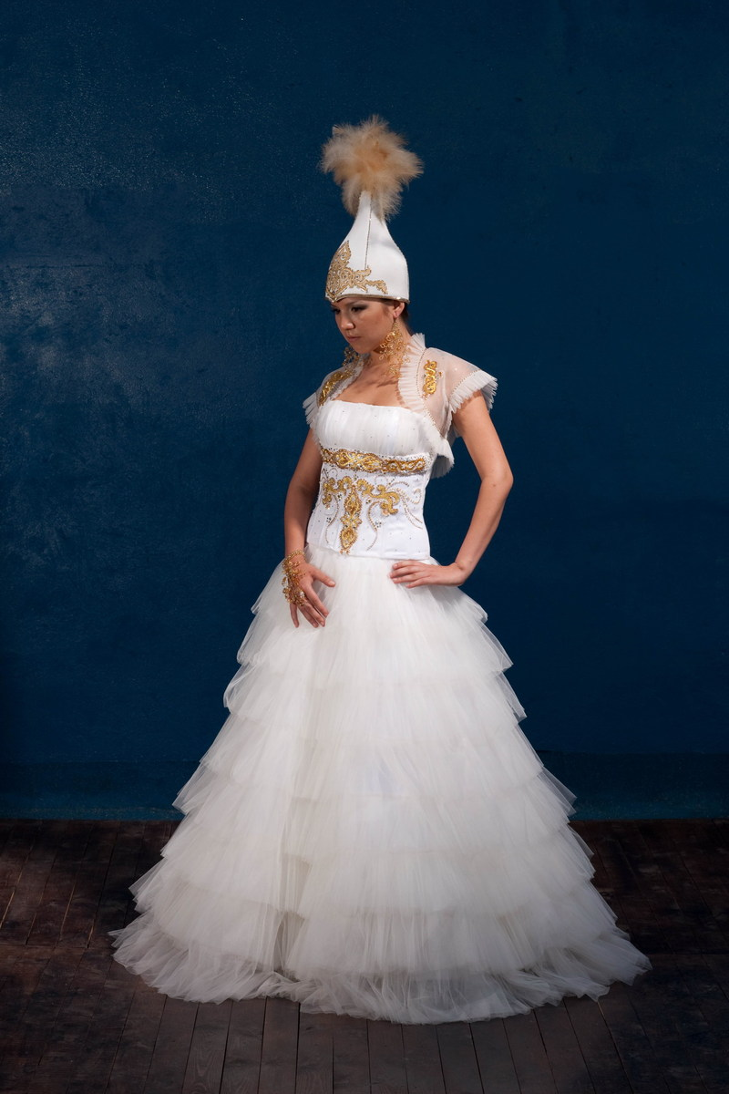 Платье дефиле