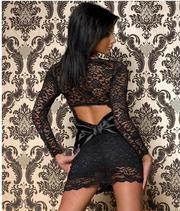 Черное Элегантное кружевное платье с вырезом и с бантиком на спине.