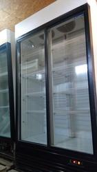 Холодильные витрины двух дверные и одинарные.