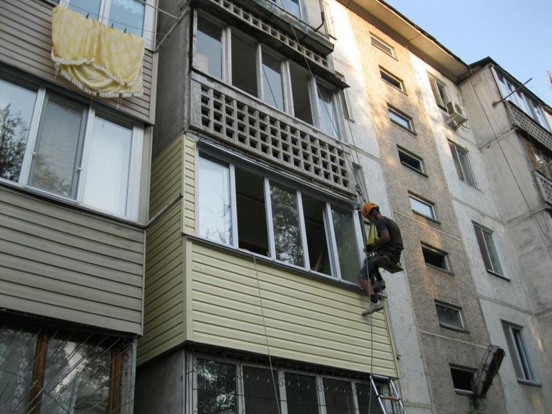 Наружное утепление балконов, облицовка сайдингом бесплатные .