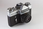 советский фотоаппарат Зенит-Е с объективом Индустар 50 плюс Гелиос 44