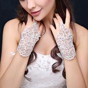 Свадебные перчатки с вышивкой
