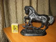 Скульптура Конь у плетня,  Куса,  15см.