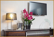 Навеска телевизора на стену при помощи кронштейна.