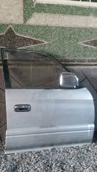 дверь  левая на  Toyota Land Cruiser Prado 95