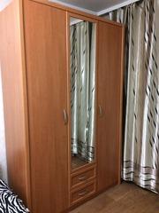 Новый трехдверный шкаф с зеркалом,  район Мега – центра.