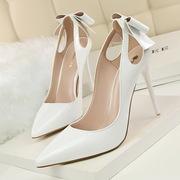 Лаковые свадебные туфли