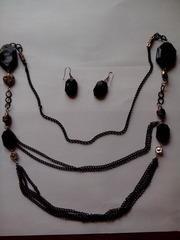 Ожерелье и серьги черные бижутерия