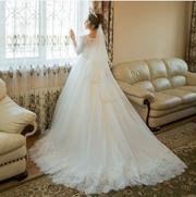 Для счастливой невесткой свадебное платье отличного состояние