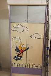 Продам хорошую мебель в детскую комнату - шкаф,  кровать ,  писменный ст