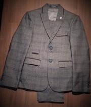 Классический подростковый костюм для мальчика.
